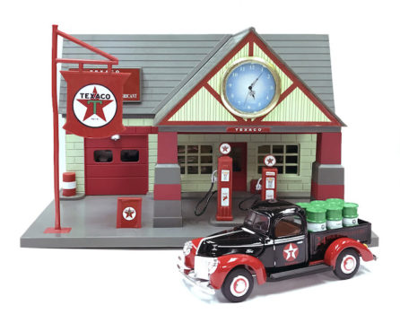 Ford 1940 Classic Service Station With 1:32 Die Cast Truck