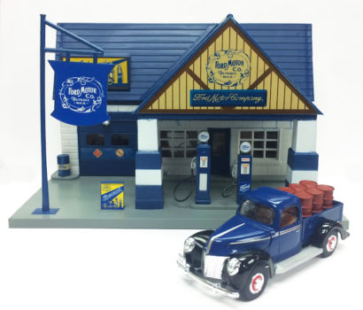 Chevron Texaco & Ford 1940 Classic Service Station With 1:32 Die Cast Truck